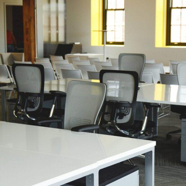Meble oraz akcesoria do edukacji i biura